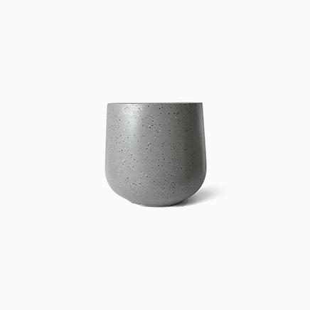 Mirabel Grey (L)